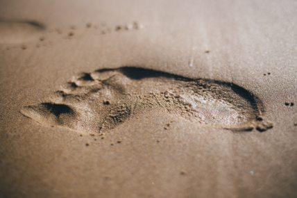 close-up-footprint-sand-34064